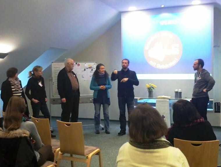 einige Workshop-LeiterInnen stellen sich und ihre Workshops vor